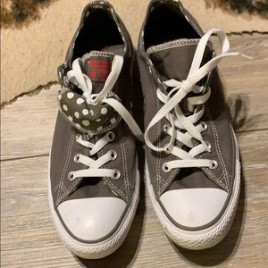 Grey converse low top shoes